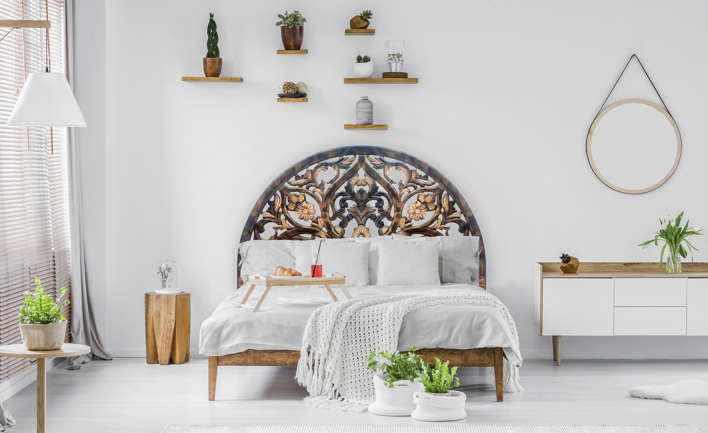 Testata letto Demilune intagliata 160 cm legno nero e oro